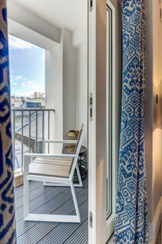 阳台地板砖现代风格装饰效果图
