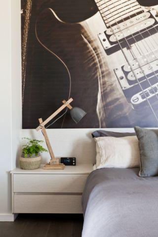 卧室床头柜北欧风格装修效果图
