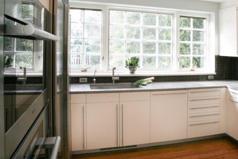 厨房飘窗现代风格装修设计图片