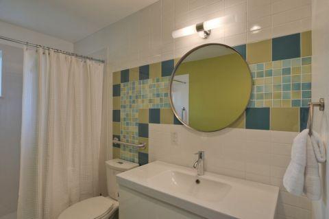 浴室窗帘现代风格装饰效果图