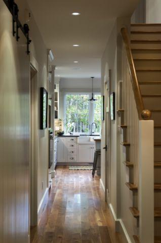 玄关楼梯美式风格装饰效果图