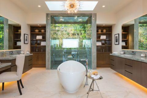 浴室浴缸现代风格装修效果图