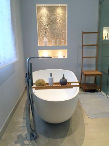 浴室窗帘现代风格装潢设计图片
