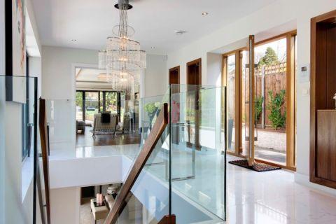 玄关楼梯现代风格装饰设计图片