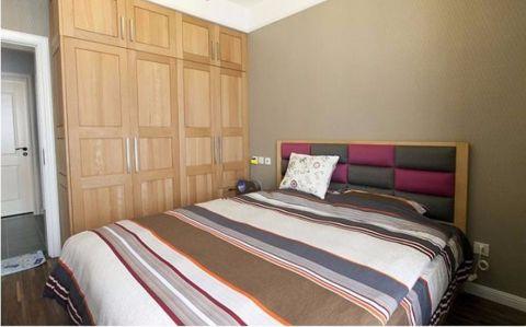 卧室黄色实木衣柜装修方案