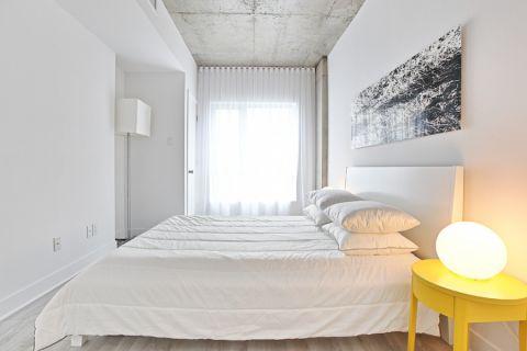 卧室床头柜现代风格装饰设计图片