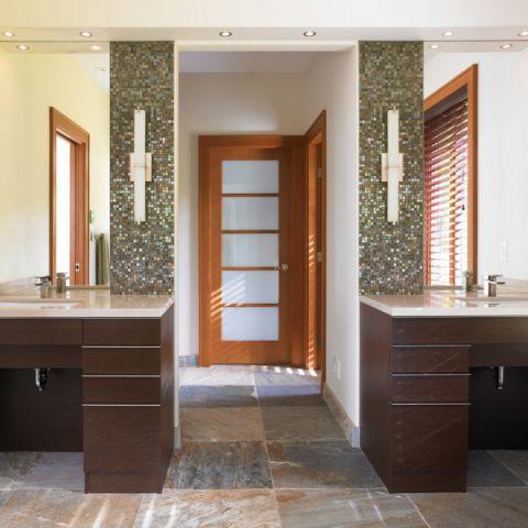 浴室推拉门现代风格装潢设计图片