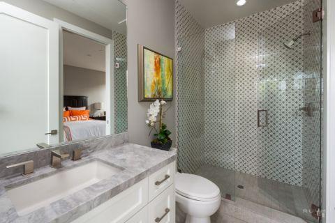 浴室隔断现代风格装潢设计图片