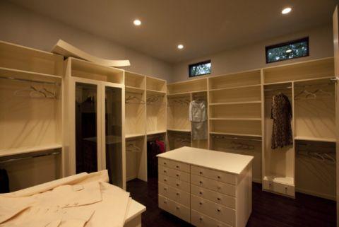 衣帽间衣柜现代风格装饰图片