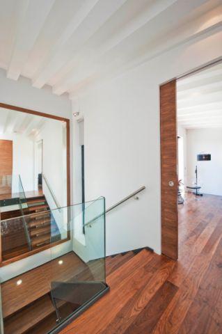 卧室走廊现代风格装修效果图