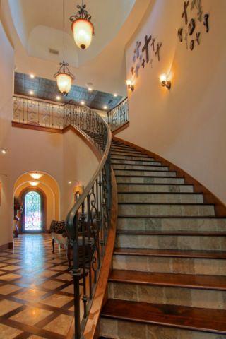 玄关楼梯地中海风格装修效果图