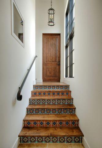 客厅楼梯地中海风格效果图