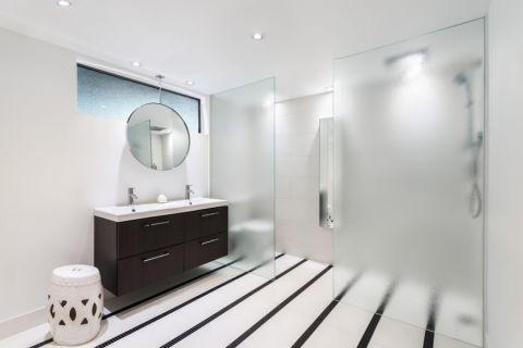 浴室隔断现代风格装潢图片