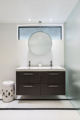 浴室现代风格效果图大全2017图片_土拨鼠干净写意浴室现代风格装修设计效果图欣赏