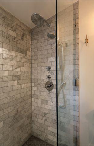 浴室隔断现代风格装修效果图