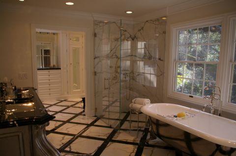 浴室浴缸美式风格装潢图片