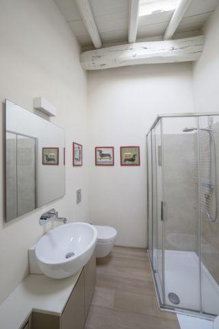 浴室照片墙现代风格装潢设计图片