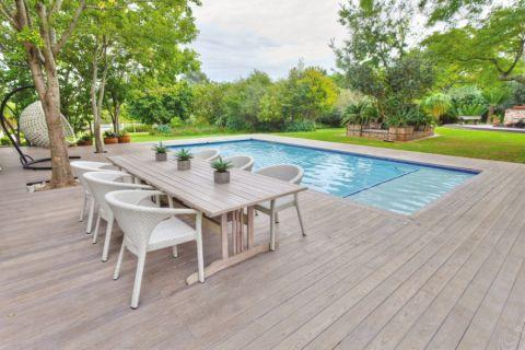 花园泳池现代风格装饰设计图片