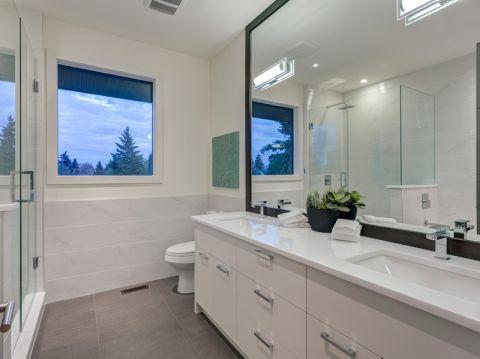 浴室地砖现代风格装潢图片