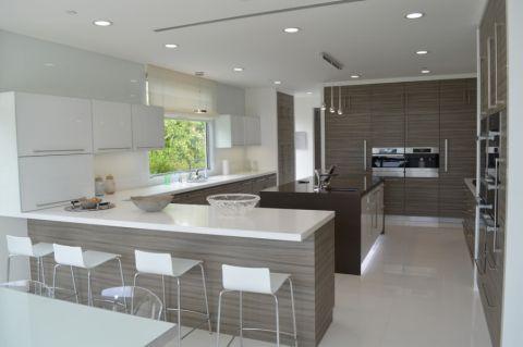 99平米三居室现代风格装修图片