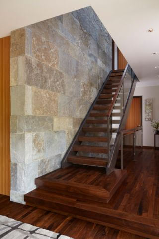 玄关楼梯现代风格装修效果图