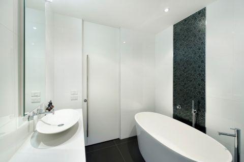 浴室浴缸现代风格装潢图片