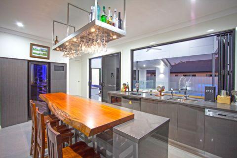 厨房吧台现代风格装修设计图片