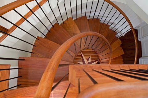 客厅楼梯美式风格效果图