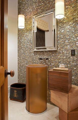 卫生间咖啡色洗漱台美式风格效果图