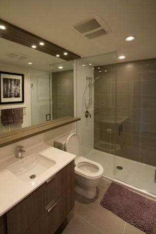 浴室咖啡色背景墙现代风格装修效果图