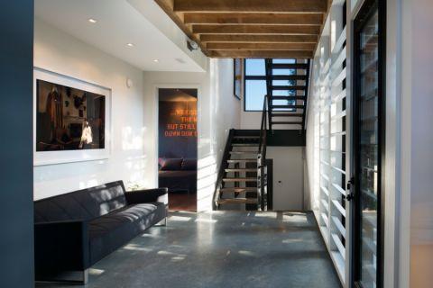 玄关咖啡色楼梯现代风格装潢设计图片