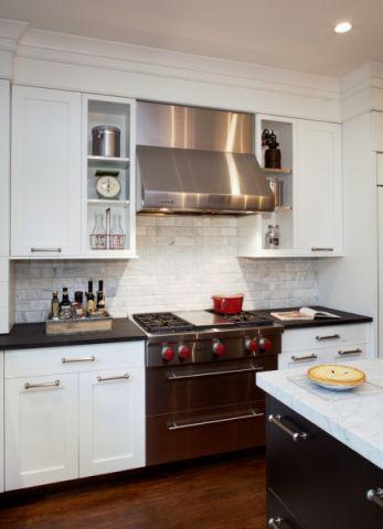 厨房白色橱柜美式风格装潢设计图片