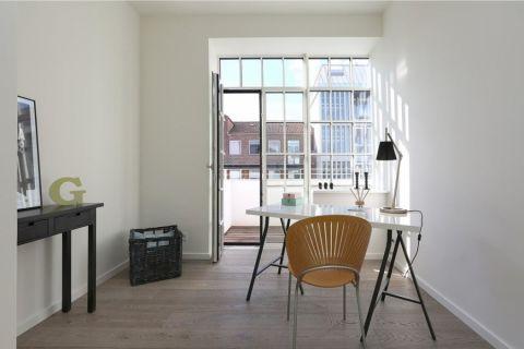 书房白色书桌北欧风格装修图片