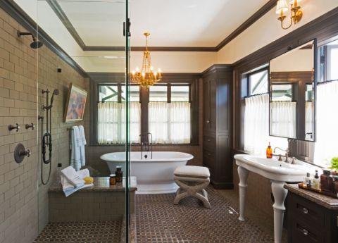 浴室浴缸美式风格装潢效果图