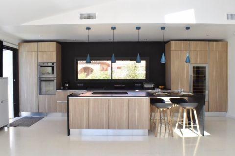 104平米二居室现代风格设计效果图