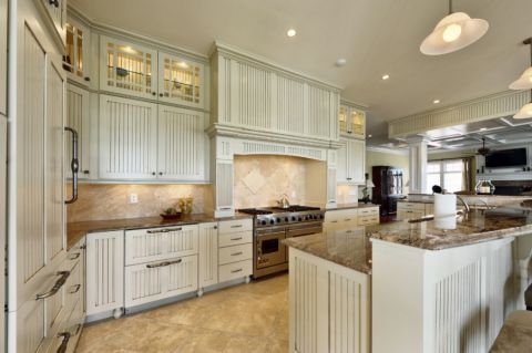 厨房米色橱柜美式风格装潢设计图片
