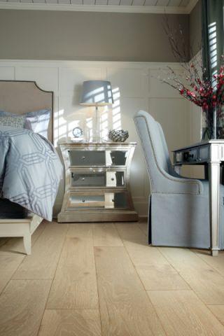 卧室米色床头柜现代风格装潢效果图
