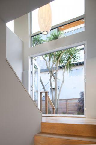 玄关咖啡色楼梯现代风格装饰效果图