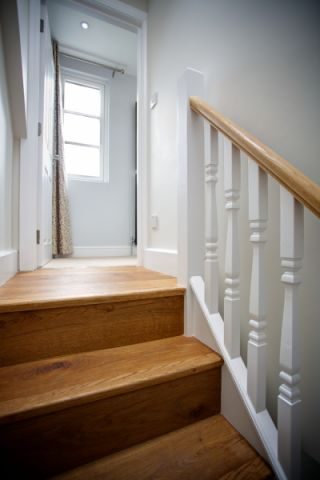 玄关楼梯现代风格装饰图片