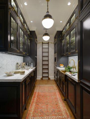 厨房咖啡色橱柜美式风格装潢设计图片