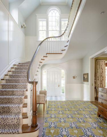 玄关咖啡色楼梯美式风格装潢效果图