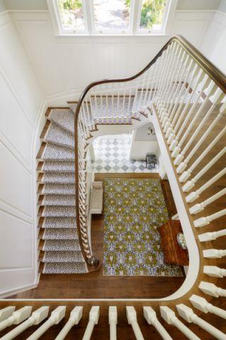 玄关咖啡色楼梯美式风格装修设计图片