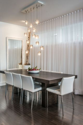 餐厅白色窗帘现代风格装潢设计图片