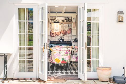 厨房白色推拉门美式风格装潢效果图