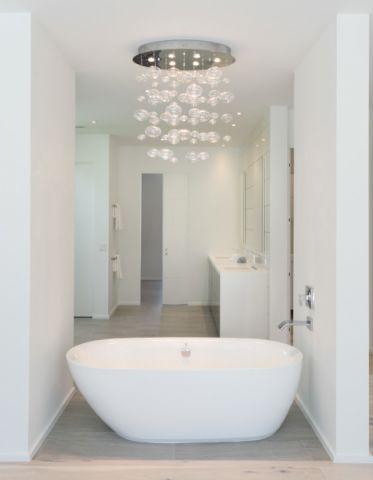 浴室白色吊顶现代风格装潢效果图
