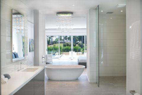 浴室白色浴缸现代风格装饰图片