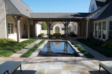 外景蓝色泳池美式风格装饰图片