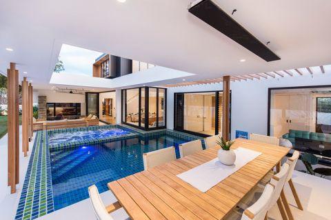 阳台蓝色泳池现代风格装潢设计图片