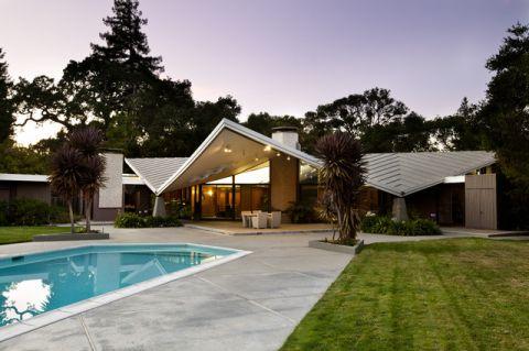 外景蓝色泳池混搭风格装潢图片