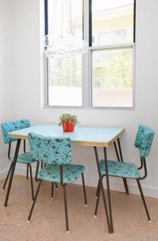 餐厅蓝色餐桌混搭风格装饰图片